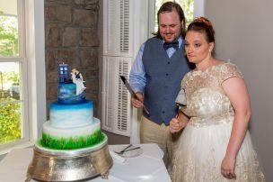 Doughty; Cake Cutting 1; Glen Garden Weddings; Lynn Prescott Photography (2)