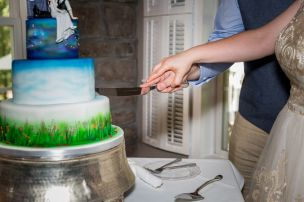 Doughty; Cake Cutting 6; Glen Garden Weddings; Lynn Prescott Photography